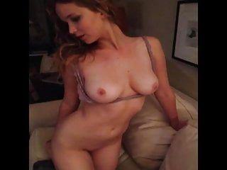 Jennifer lawrence ha esposto foto e episodi di sesso orale