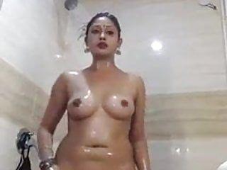 Episodio nudo della modella indiana ki